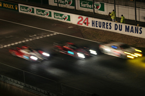La linea di partenza a Le Mans di notte
