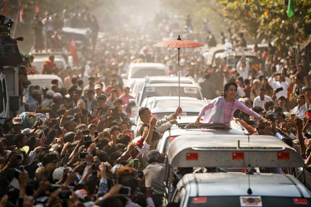 Il corteo di Aung San Suu Kyi in Myanmar