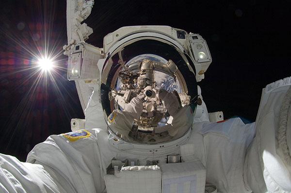 L'autoscatto dell'astronauta Aki Hoshide