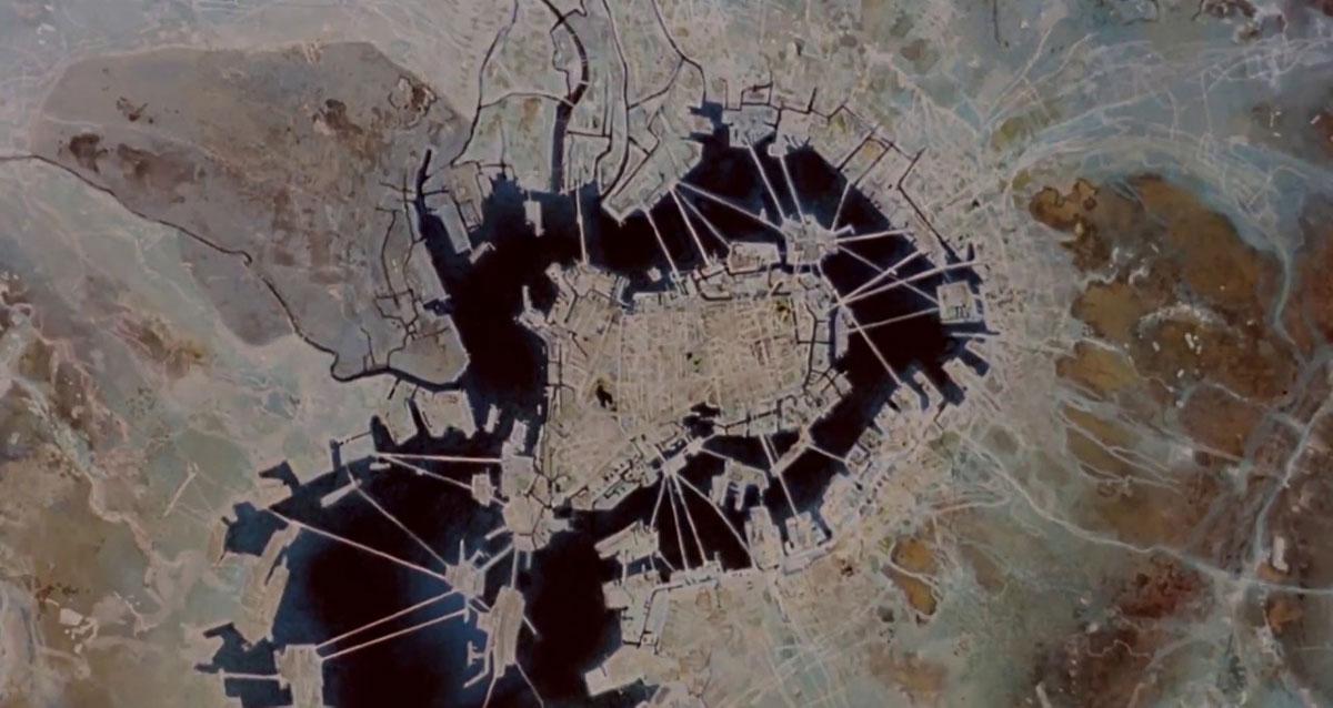 Immagine satellitare di Neo Tokyo nel 2019 in una scena tratta da Akira