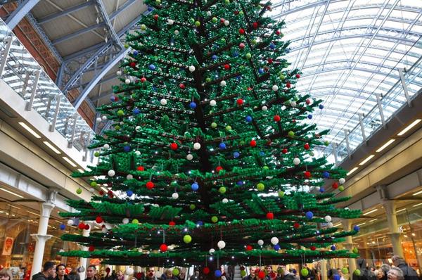 L'albero di Natale a St. Pancras, Londra