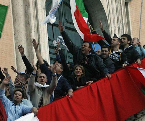 Saluti romani all'insediamento di Gianni Alemanno come sindaco di Roma