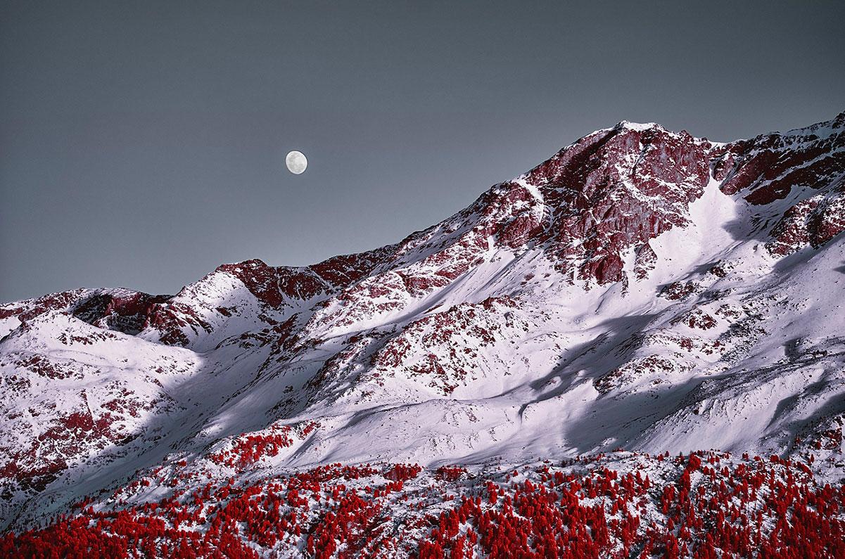Moon and Piz Rosatsch - Le Alpi fotografate all'infrarosso