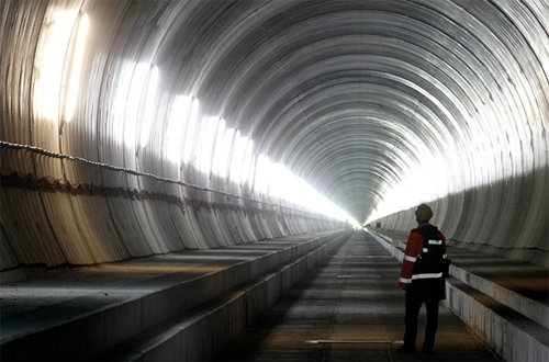 Il cantiere della galleria di base sotto il massiccio del San Gottardo