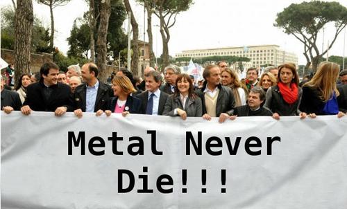 La foto ritoccata dello striscione alla manifestazione del PdL a Roma