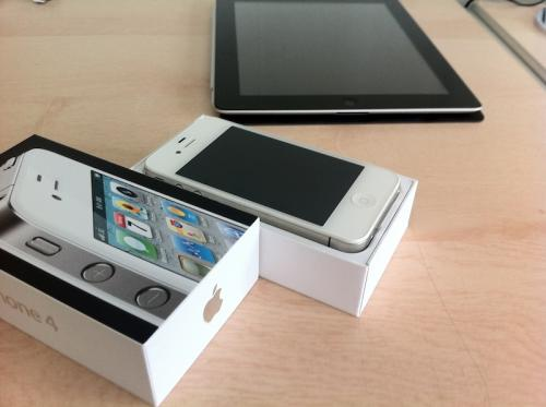 L'unboxing del nuovo iPhone 4 bianco