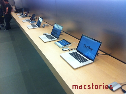 Gli iPad 2 sostituiscono i cartellini in un Apple Store