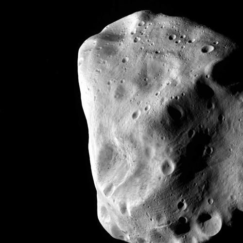 Le riprese ravvicinate dell'asteroide Lutetia visto dalla sonda ESA Rosetta