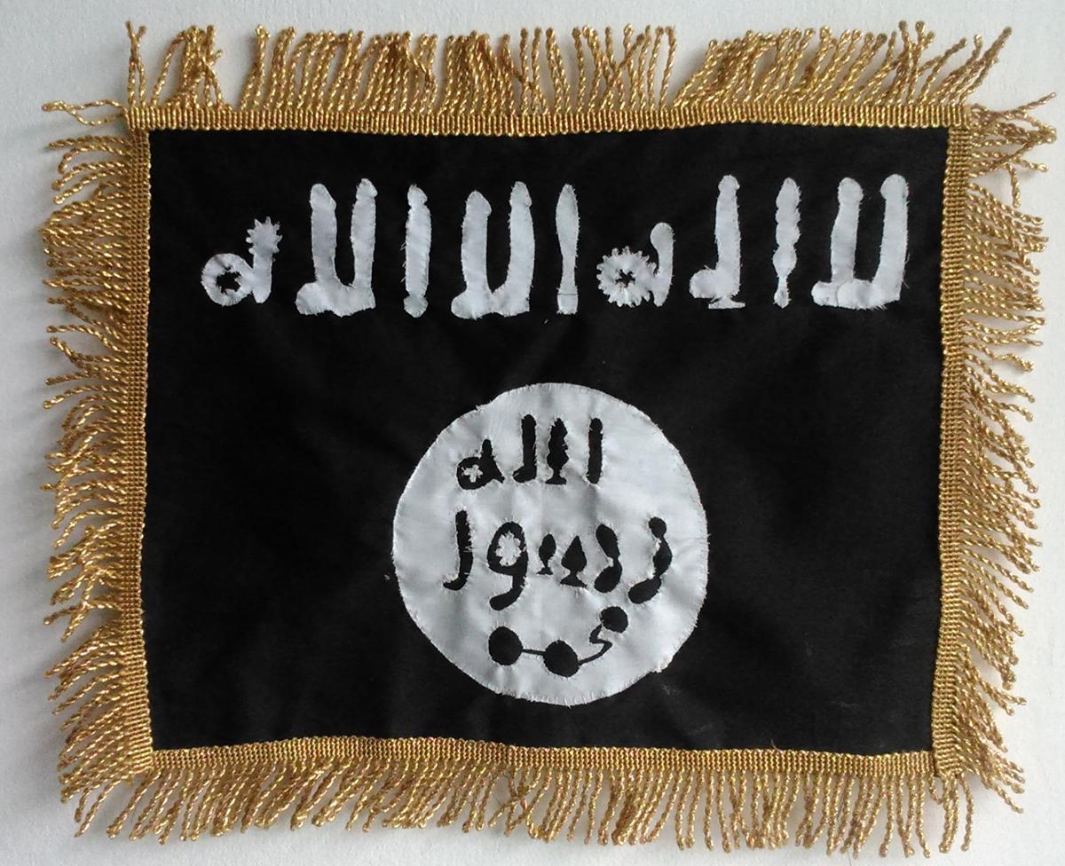 La bandiera dell'ISIS fatta coi dildo