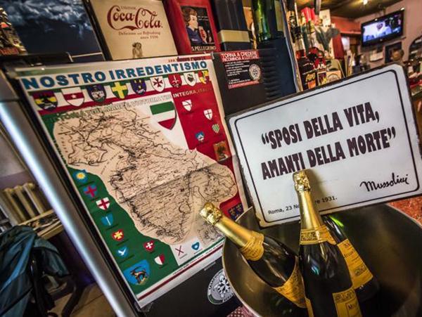 Il bar di Bergamo con arredamento fascista
