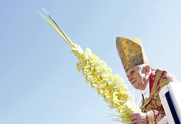 Benedetto XVI durante la Pasqua