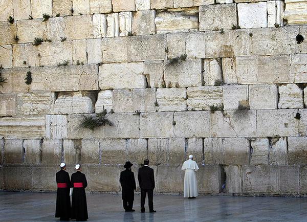 Benedetto XVI al Muro del Pianto