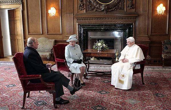 Benedetto XVI con la regina Elisabetta II
