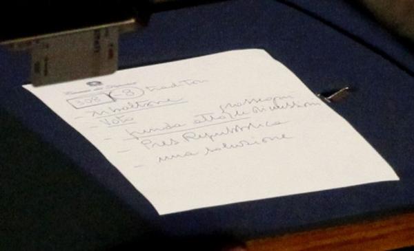 Il foglietto scritto da Berlusconi