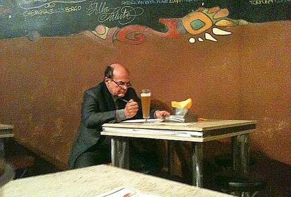 Bersani corregge bozze al pub