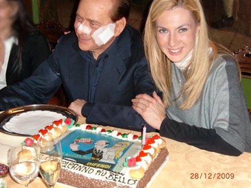 La torta di Berlusconi per il compleanno della Biancofiore