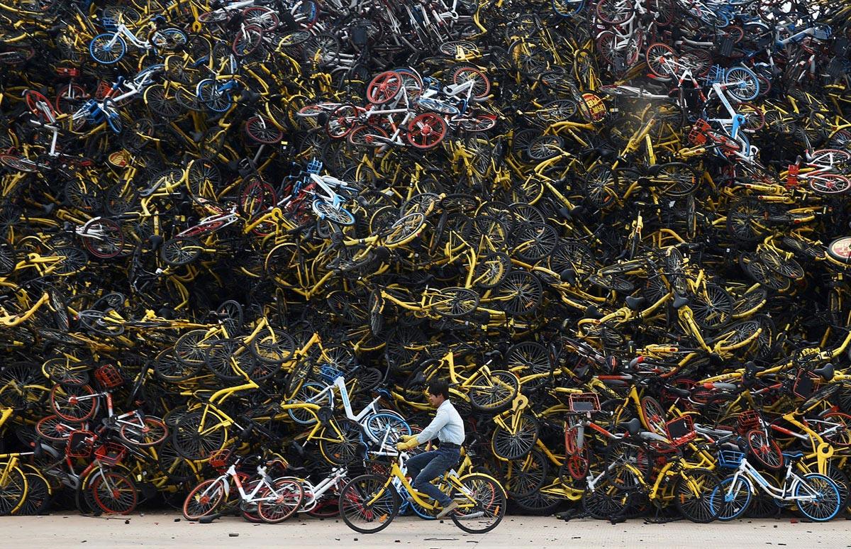 Pile di bici abbandonate a Xiamen