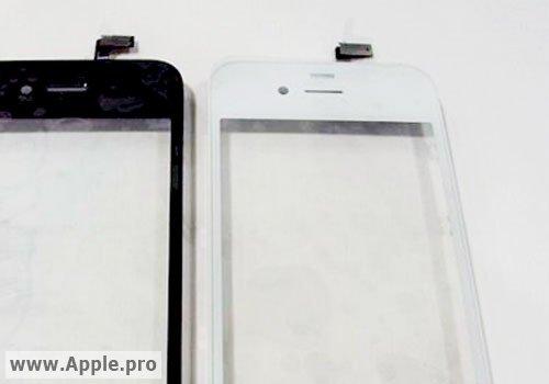 Il case di iPhone 4 nella versione nera e in quella bianca