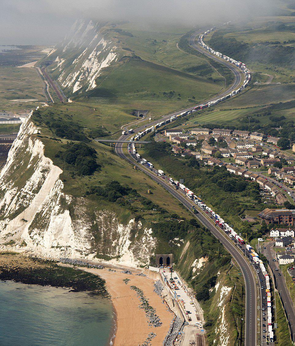 Code a Dover verso l'Unione Europea