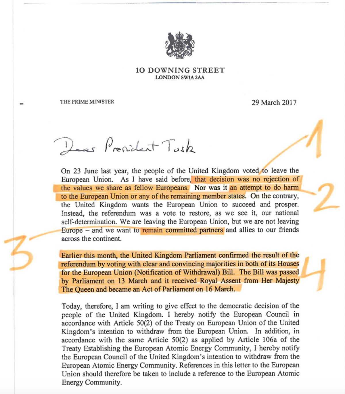 La lettera con la formale richiesta di Brexit annotata