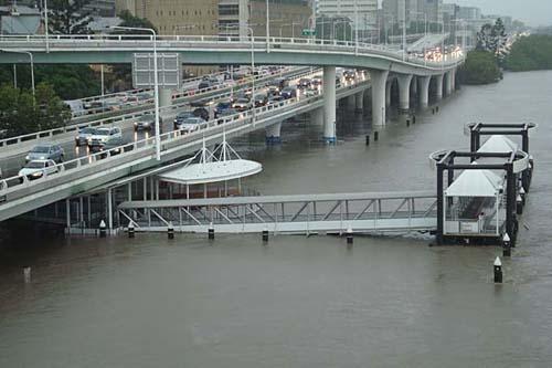 Il Brisbane river esonda in città
