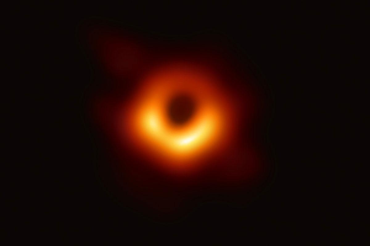 L'orizzonte degli eventi del buco nero M87