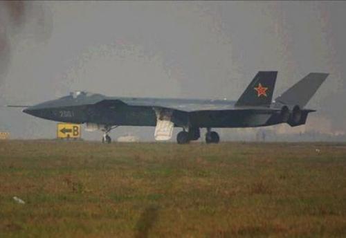 Il J-20, primo cacciabombardiere stealth cinese