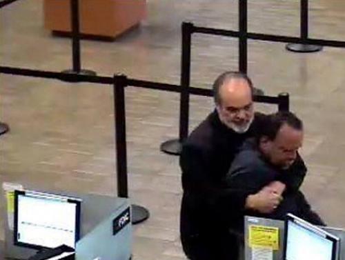 Il fotografo premio pulitzer Kim Komenich sventa una rapina alla Wells Fargo Bank di San Jose
