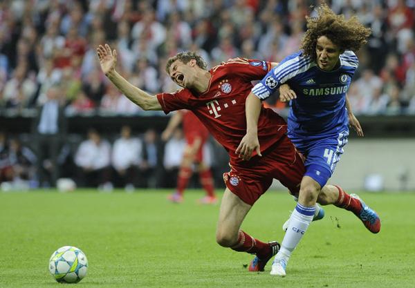 Scontro di gioco tra Bayern e Chelsea