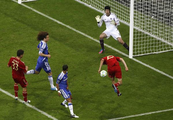 Muller segna contro il Chelsea