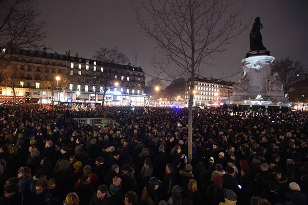Manifestazione a Parigi per solidarietà dopo la strage al Charlie Hebdo