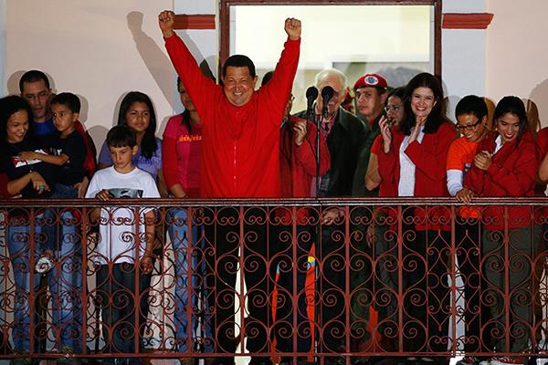 Chavez festeggia la rielezione