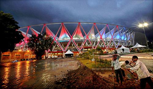 I cantieri ancora aperti del Jawaharlal Nehru Stadium a New Delhi