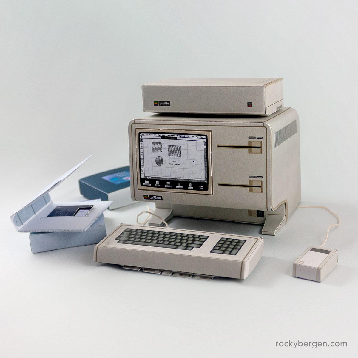Un Apple Lisa di carta realizzato da Rocky Bergen