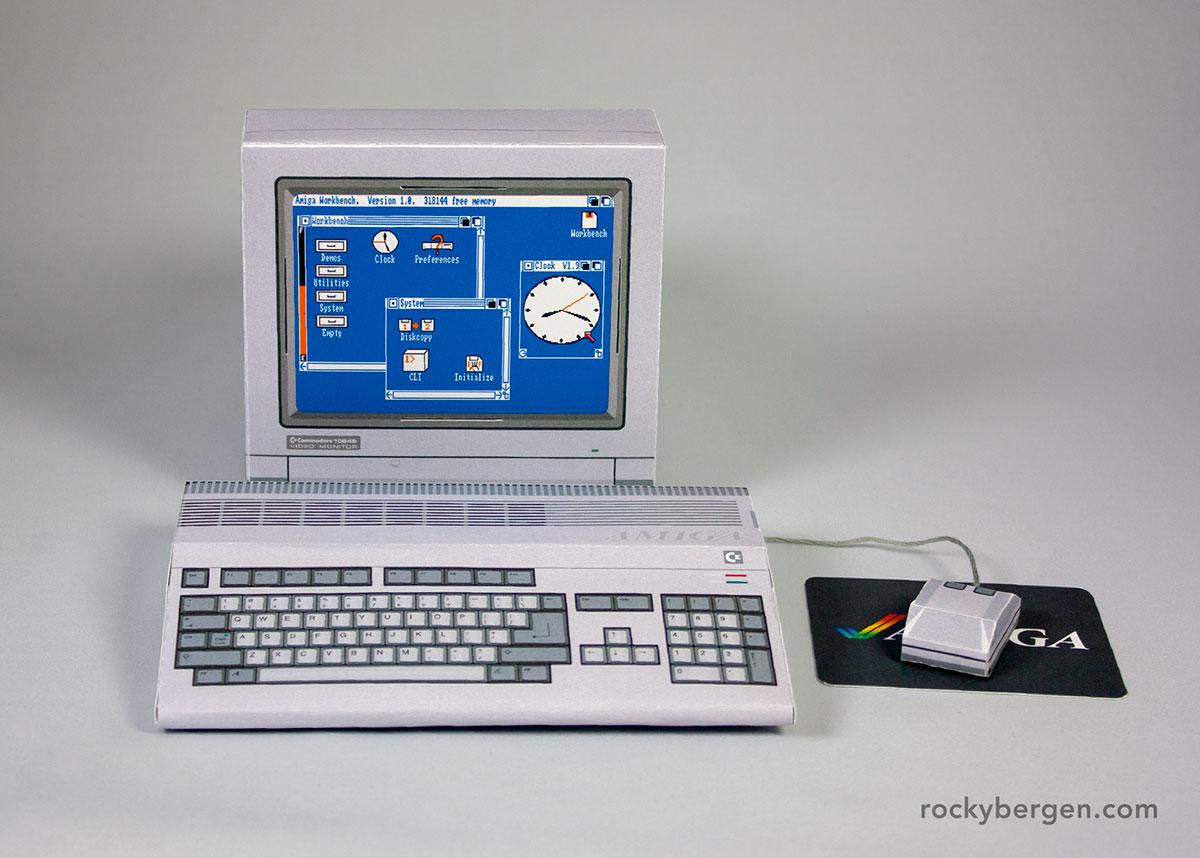 Un Amiga 500 di carta realizzato da Rocky Bergen
