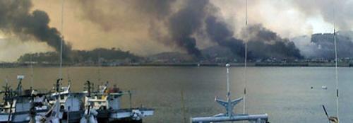 L'isola di Yeonpyeong brucia dopo il bombardamento della Corea del Nord