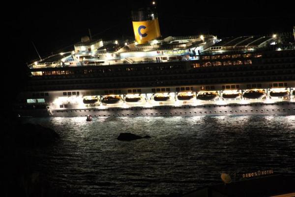 Costa Concordia sbandata di diversi gradi