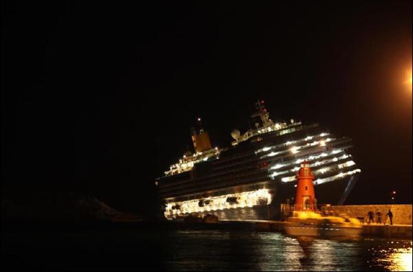 Costa Concordia sulla secche