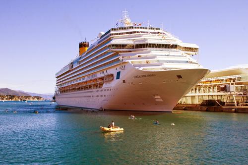 La Costa Concordia attraccata al Palacrociere di Savona