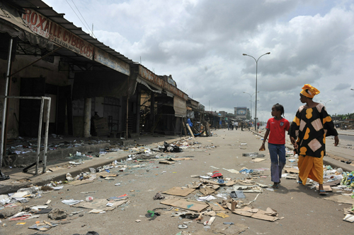 Negozi saccheggiati ad Abidjan