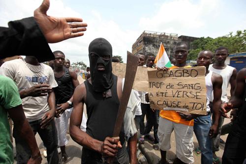 Ivoriani protestano contro l'ex presidente Gbagbo