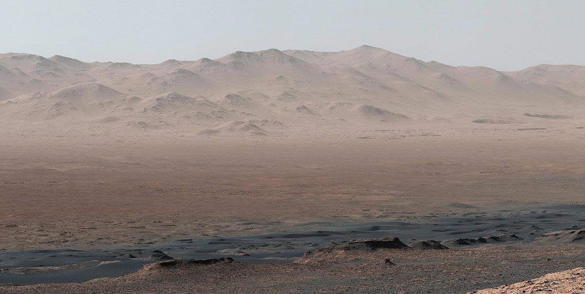 Il Vera Rubin Ridge visto dal cratere Gale su Marte