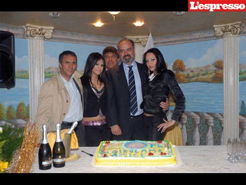 Il senatore Di Girolamo, alla sua festa di compleanno, in compagnia di Gennaro Mokbel