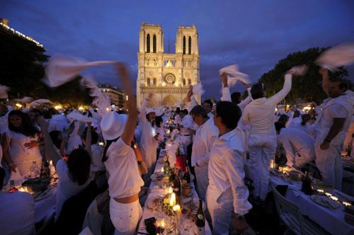 La Diner en Blanc a Parigi