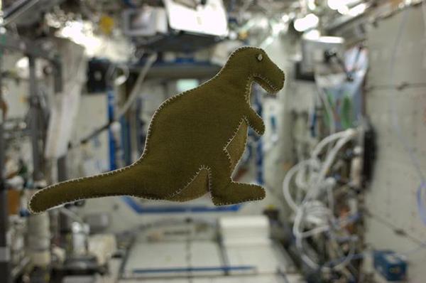 Il dinosauro realizzato dall'astronauta Karen Nyberg