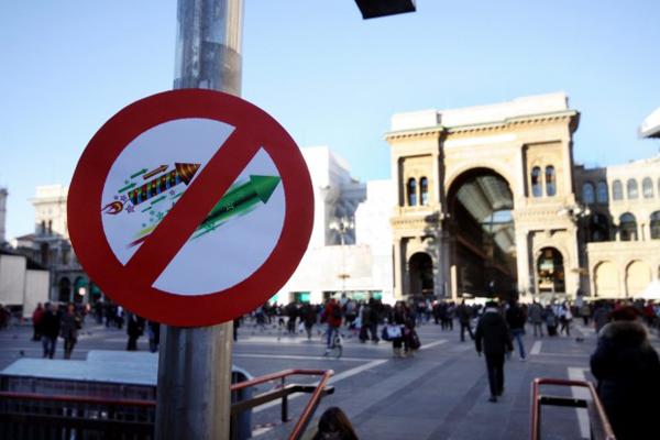 I cartelli di divieto di botti a Milano