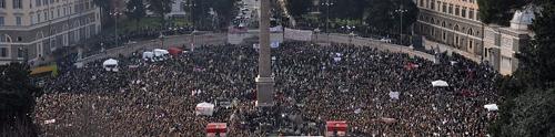 Piazza del Popolo a Roma gremita per la manifestazione in difesa della dignità delle donne