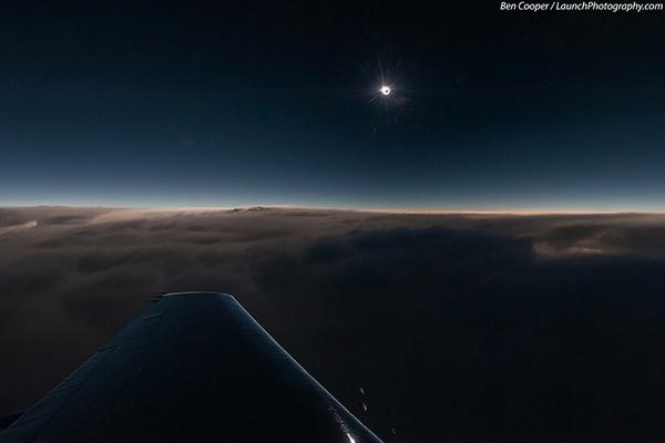 Un'eclisse vista da un aereo
