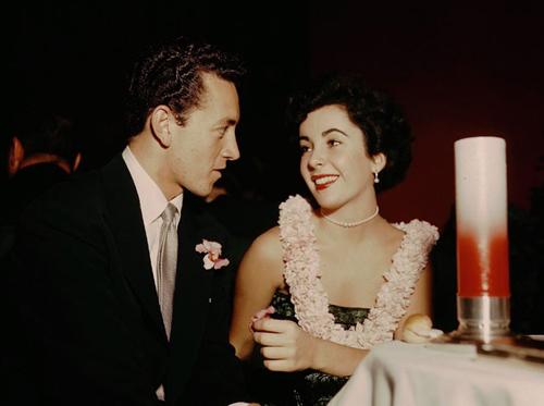 Elizabeth Taylor e il suo primo marito Conrad Hilton Jr.