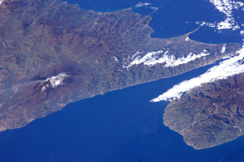 L'eruzione dell'Etna fotografata dallo spazio